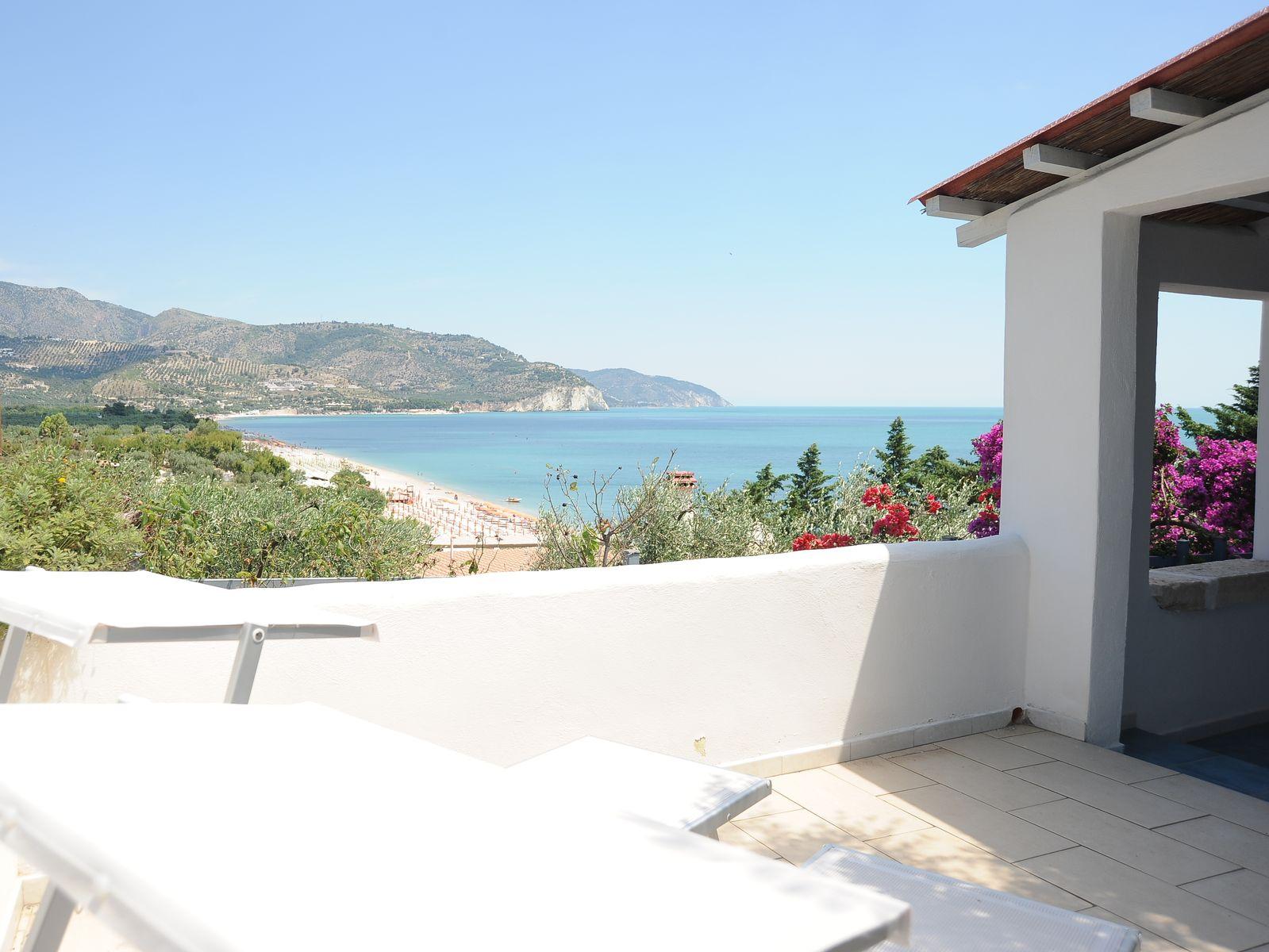 Appartement aan het strand in de gargano in italië   enotria ...