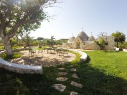 Apulië / Centraal / La Corte dei Trulli